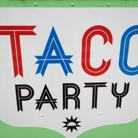 รูปภาพถ่ายที่ Taco party food truck โดย Jessica H. เมื่อ 4/5/2013