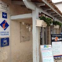Photo taken at Office de Tourisme de la Flotte by ViaComIT on 7/25/2013