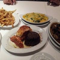Foto tirada no(a) Ruth's Chris Steak House por Marie R. em 8/11/2013