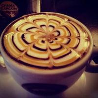 Foto tirada no(a) Café Feito a Grão por Mara R. em 6/16/2013