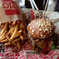 Foto scattata a Epic Burger da Cesar R. il 11/2/2012