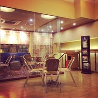 Photo taken at The Coffee Bean & Tea Leaf   香啡缤 by Jingwei S. on 12/21/2013