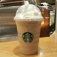 รูปภาพถ่ายที่ Starbucks โดย Arjun P. เมื่อ 3/8/2016