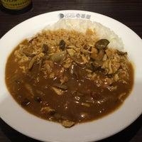Photo taken at CoCo壱番屋 渋谷区初台店 by Tanosuke O. on 1/21/2016
