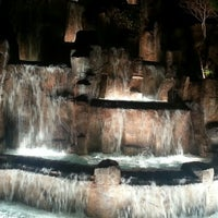 Foto tirada no(a) Wynn Waterfall por Chrisito em 1/26/2013