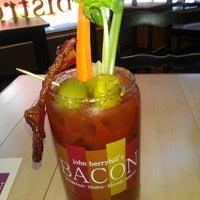 6/3/2013 tarihinde Dj C.ziyaretçi tarafından John Berryhill's Bacon'de çekilen fotoğraf