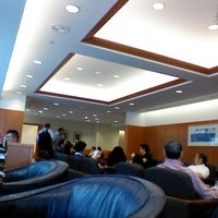 Photo taken at Japan Airlines Sakura Lounge by expo t. on 12/13/2012