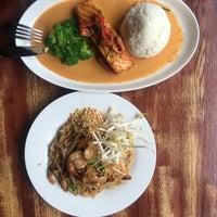 Das Foto wurde bei PuTawn Local Thai Kitchen von Anya am 9/2/2017 aufgenommen