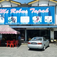 Photo taken at Mee Rebus Tapah by Haslan F. on 1/4/2013