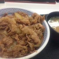 Photo taken at Yoshinoya by Tomo A. on 8/24/2013