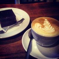 Снимок сделан в EspressoHolic пользователем Alisa D. 7/25/2013