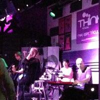 Foto tomada en Think Bar por Andres F. el 6/1/2013