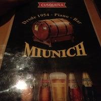 Foto tomada en Bar Munich por Jennifer R. el 10/13/2012
