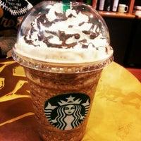 10/6/2012 tarihinde Siti M.ziyaretçi tarafından Starbucks'de çekilen fotoğraf