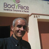 Photo taken at Body & Face Estética Biomedica by Ricardo A. on 4/2/2016