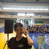 Photo taken at ยิมใหม่  มหาวิทยาลัยศิลปากร by Chamchuri B. on 7/10/2016