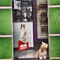 Photo taken at Mania de Bicho Pet Shop by Liv M. on 11/11/2013