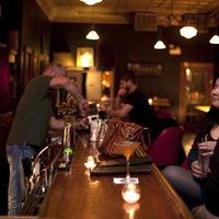 1/16/2015 tarihinde Redeye Chicagoziyaretçi tarafından Weegee's Lounge'de çekilen fotoğraf