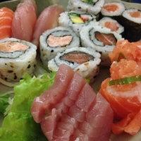 Foto tirada no(a) Yukusue Sushi por Renan L. em 7/26/2013