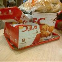 Foto tirada no(a) KFC por Riaz O. em 1/9/2014