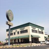 Photo taken at Starbucks by Yasser on 7/1/2013