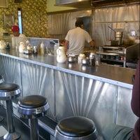 Foto tirada no(a) Sam's Morning Glory Diner por Veronique D. em 10/14/2012