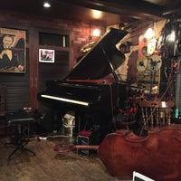 Photo prise au Jazz Club さくらんぼ (咲蘭房) par Ako N. le5/2/2016