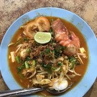 Photo taken at Mee Udang Sungai Dua by Farhan H. on 11/12/2016