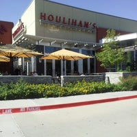 Photo taken at Houlihan's by Kasual on 11/6/2012