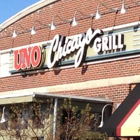 Photo taken at Uno Pizzeria & Grill - Southport by Indy D. on 11/1/2012
