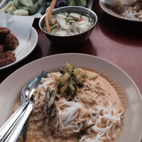 Photo prise au ขนมจีนแม่ติ่ง par เพเพ le6/1/2017