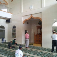 Photo taken at Masjid Al-Hidayah by Misri R. on 5/25/2013