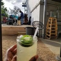 Foto tirada no(a) Axelrad Beer Garden por Q Olivia R. em 4/1/2018