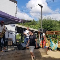 Das Foto wurde bei Axelrad Beer Garden von Q Olivia R. am 6/24/2018 aufgenommen