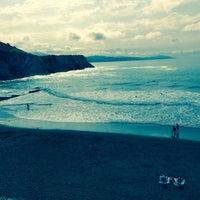 Photo taken at Playa de Itzurun / San Telmo by Özgür A. on 5/26/2016