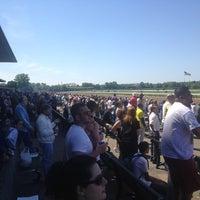 Das Foto wurde bei Belmont Park Racetrack von Lorie D. am 5/27/2013 aufgenommen