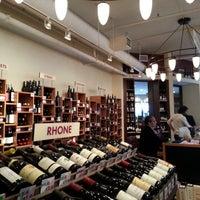 Foto tirada no(a) Union Square Wines & Spirits por Mike em 5/16/2013