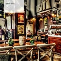 8/31/2013 tarihinde Bora N.ziyaretçi tarafından Edward's Coffee'de çekilen fotoğraf