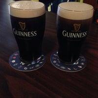 Photo prise au Joe's Irish Bar par Jennifer M. le10/19/2013