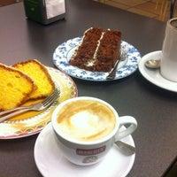 Foto tomada en El Cafè de la Mirta por Karina C. el 5/24/2013