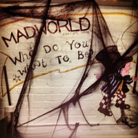 Foto scattata a Mad World Fancy Dress and Costume Hire da Chris P. il 11/1/2013