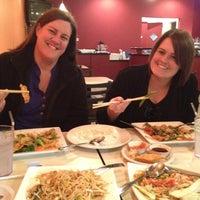 รูปภาพถ่ายที่ Sunisa's Thai Restaurant โดย Sarah E. เมื่อ 12/7/2012