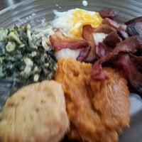 Foto tomada en Sweet Potato Café por Jackie S. el 11/4/2012