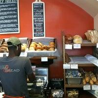 1/27/2013 tarihinde Tim C.ziyaretçi tarafından Firehook Bakery'de çekilen fotoğraf