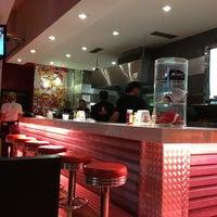 Foto tirada no(a) Garage Burger por Andrés M. em 12/29/2012