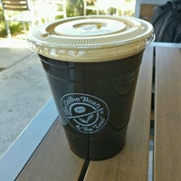 Photo taken at The Coffee Bean & Tea Leaf by Gary Q. on 11/9/2016