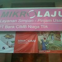 Photo taken at Bank CIMB NIAGA Unit Mikro Laju Gemolong by Youssef H. on 1/28/2013