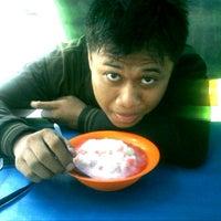 Photo taken at Es Pisang Ijo & Palu Butung Makasar by uda r. on 11/19/2012