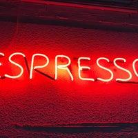 รูปภาพถ่ายที่ Espresso Engine โดย Damian C. เมื่อ 5/1/2017