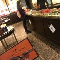 รูปภาพถ่ายที่ La Maison du Chocolat โดย Aya S. เมื่อ 6/13/2018